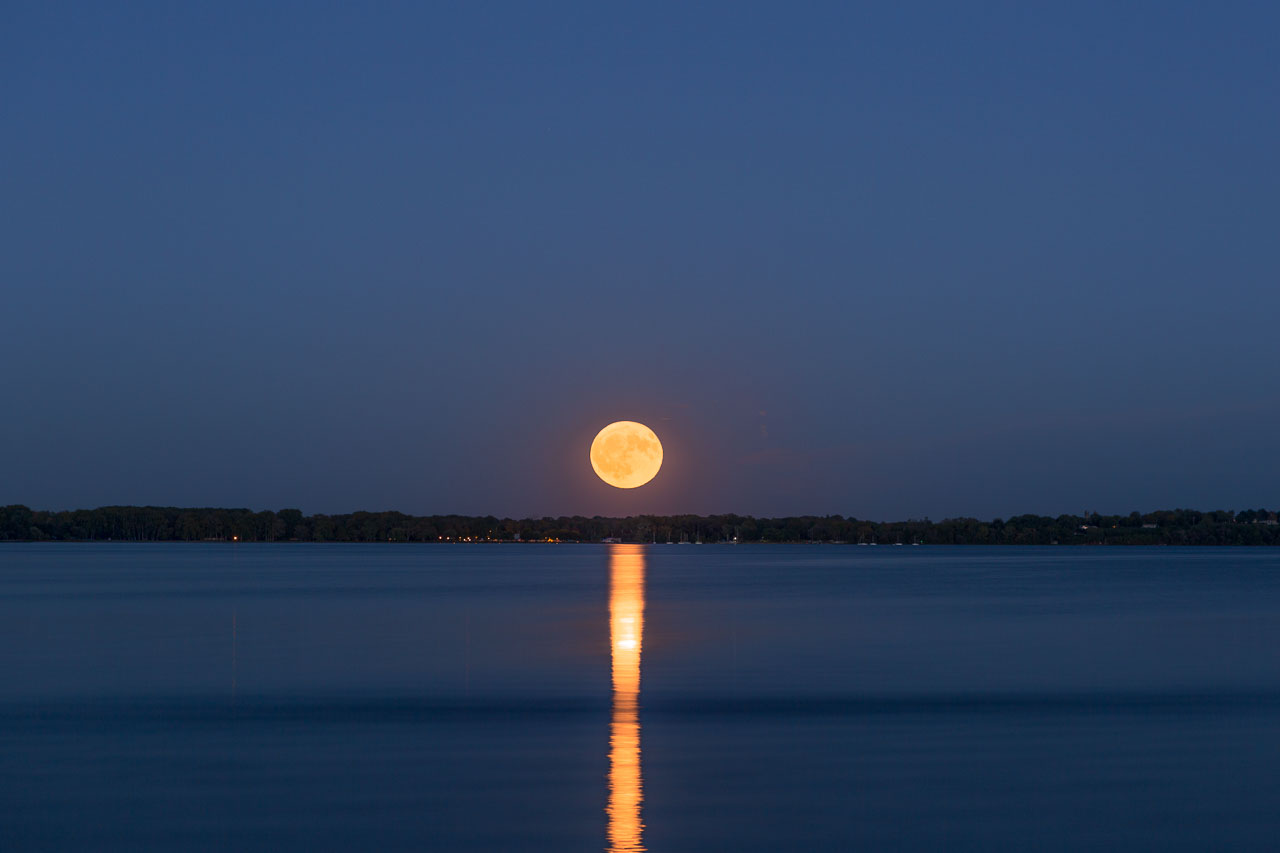 Moon stands out in Geneva over Seneca Lake (photo)